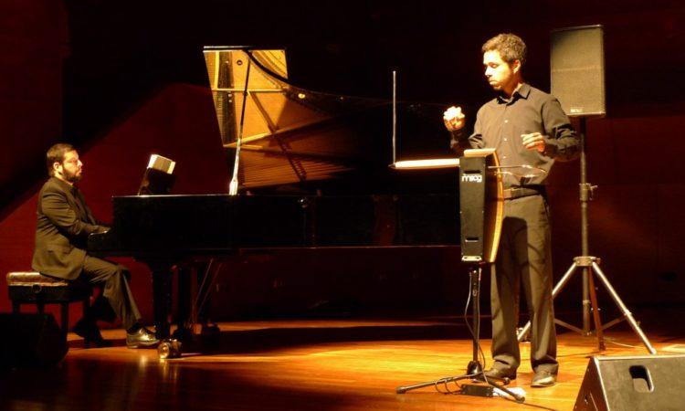 Кристиан Торрес - исполнитель на терменвоксе из ЧИли