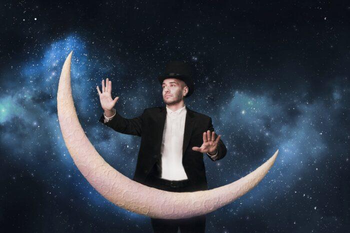 Дмитрий Гурович играет на луне